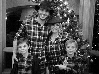 Britney Spears Posts Sweet Family Christmas Photo with New Boyfriend