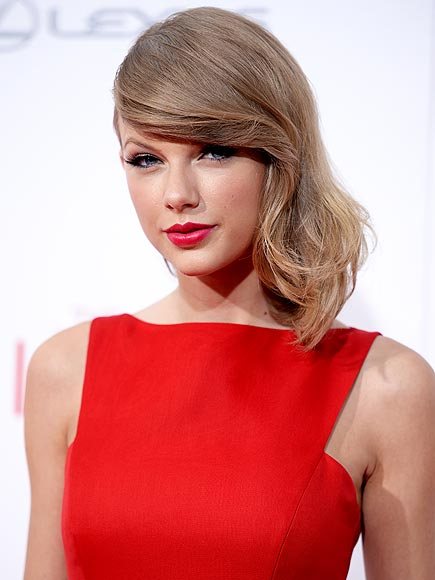 Taylor Swift Helps Superfan Pay Student Loans with Check for $1,989