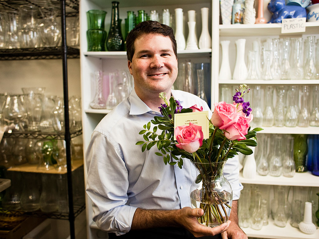 Larsen Jay s Random Acts of Flowers Sends Recycled Bouquets to Hospital P