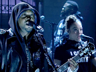 VIDEO: Saturday Night Live: D'Angelo Honors Eric Garner in 'The Charade' Performance