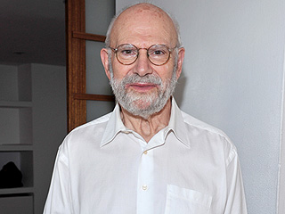 Oliver Sacks, Revolutionary Neurologist and Author, Dies at 82
