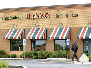 Man Can't Sue Applebee's for Burning Face on His Fajitas While Praying, Panel Rules
