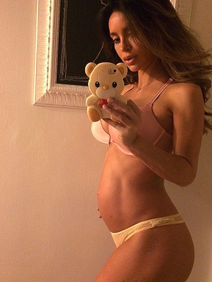 Fit Mom Sarah Stage Shares Pregnancy Throwback Picture