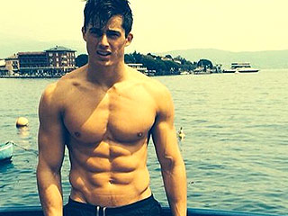 World's Hottest Math Teacher: College Student Discovers His Lecturer Is Actually a Male Model