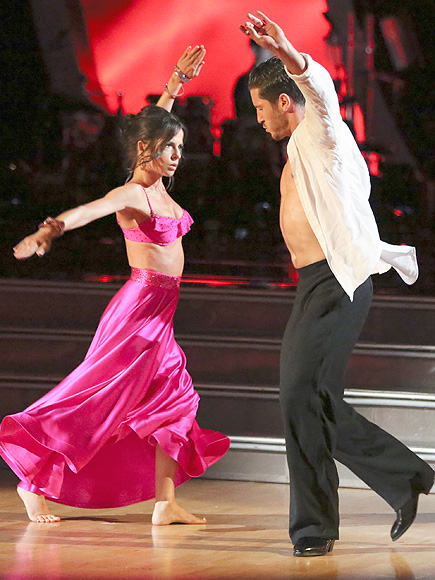 is kelly dating val on dancing with the stars A passionate contemporary routine on monday night's dancing with the stars made viewers clear on one thing: val chmerkovskiy and.
