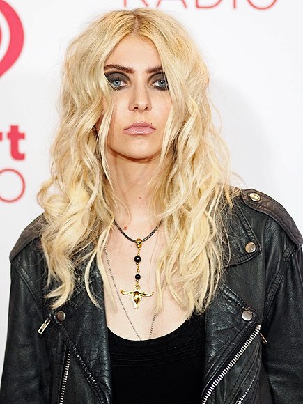 Taylor Momsen: The Pretty Reckless Breaks Billboard Record ... тейлор момсен