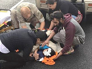 Sikh Man Who Removed Turban to Help Child Rewarded with an Extremely Sweet Surprise