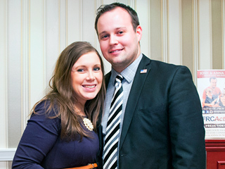 Josh and Anna Duggar Shut Down Website Amid Molestation Reports