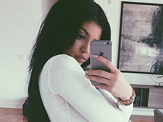 Kylie Jenner Gives Fans a Peek at Her $2.7 Million Home – and Her Toned Tummy – in Latest Selfie
