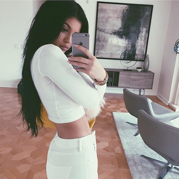 Kylie jenner posts instagram selfie in new calabasas for The living room channel 10 instagram
