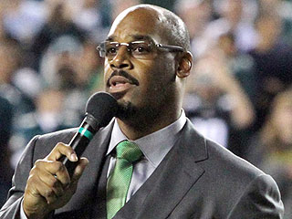 FROM SI: Donovan McNabb Arrested for DUI After Allegedly Rear-Ending Car