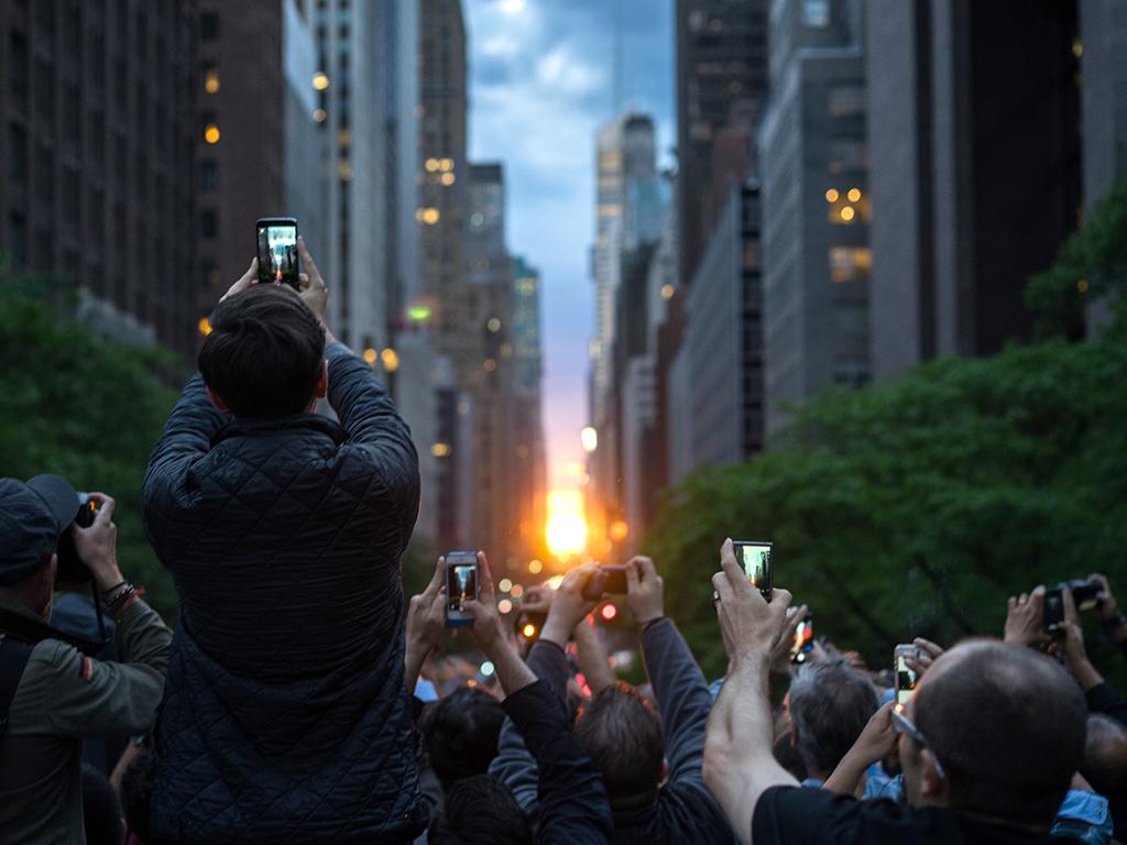 http://img2-2.timeinc.net/people/i/2015/news/150727/manhattan-sunset-01-1024.jpg