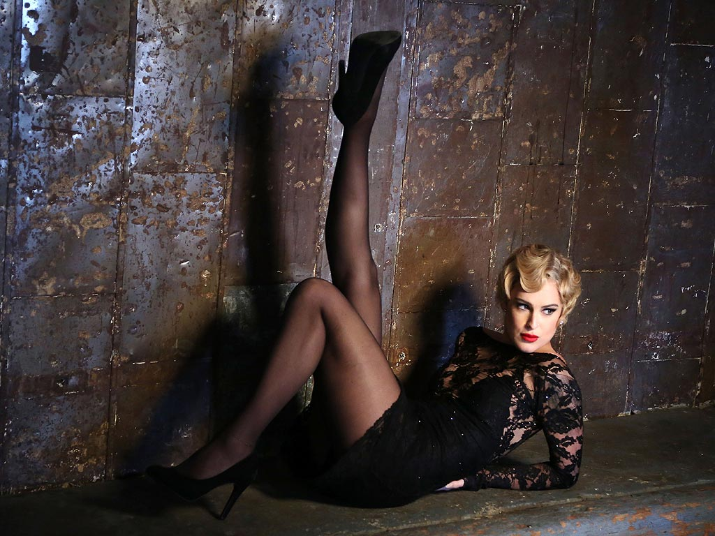 Demi Moore's Daughter Rumer Willis Sizzles as Roxie Hart in Chicago