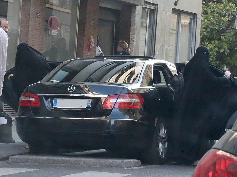 Gisele Bundchen Wears Burqa Disguise in Paris, Reports Say