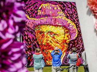 Vincent Van Gogh Remembered on 125th Anniversary of His Death With Portrait Made from 50,000 Flowers
