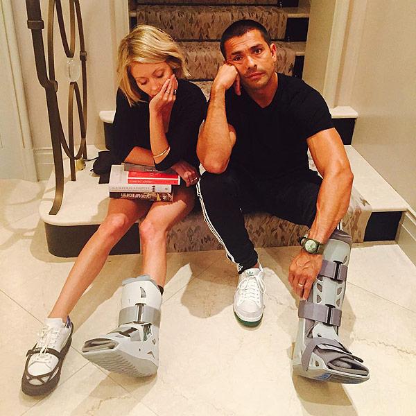 Kelly Ripa, Mark Consuelos Share Matching Injuries on Instagram