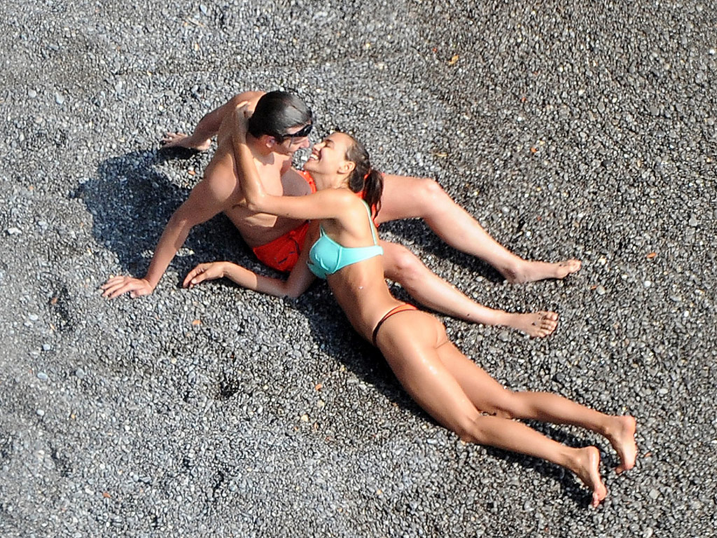 Bradley Cooper and Irina Shayk Kiss in Italy: Photo