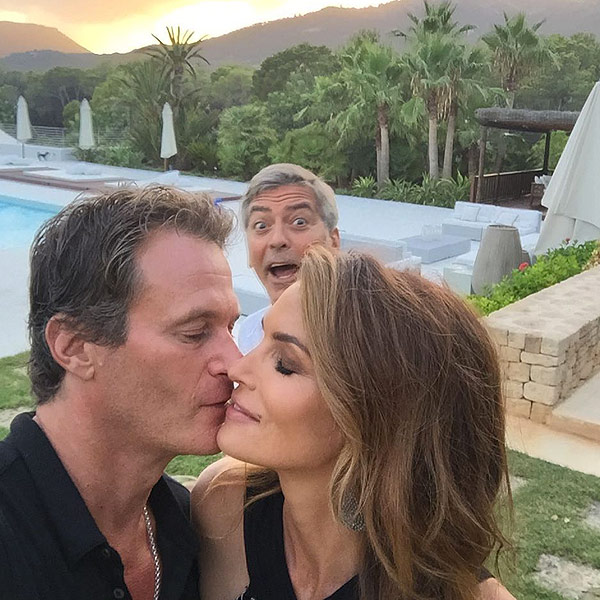 George Clooney Photobombs Cindy Crawford And Rande Gerber