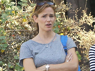 Jennifer Garner Returns to L.A. with Ring Off – as She Faces Difficult Next Steps with Ben Affleck