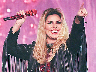 Shania Twain Diagnosed with Respiratory Infection, Cancels Tour Dates