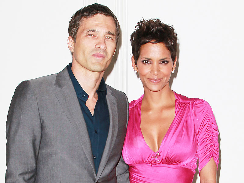 Halle Berry and Olivier Martinez Take Kids On Family Vacation