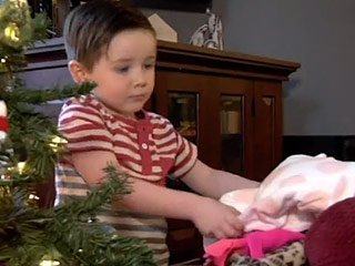 Toddler Starts Clothing Drive for Alaska's Homeless: 'I Don't Want Them to Sleep on a Piece of Cardboard'