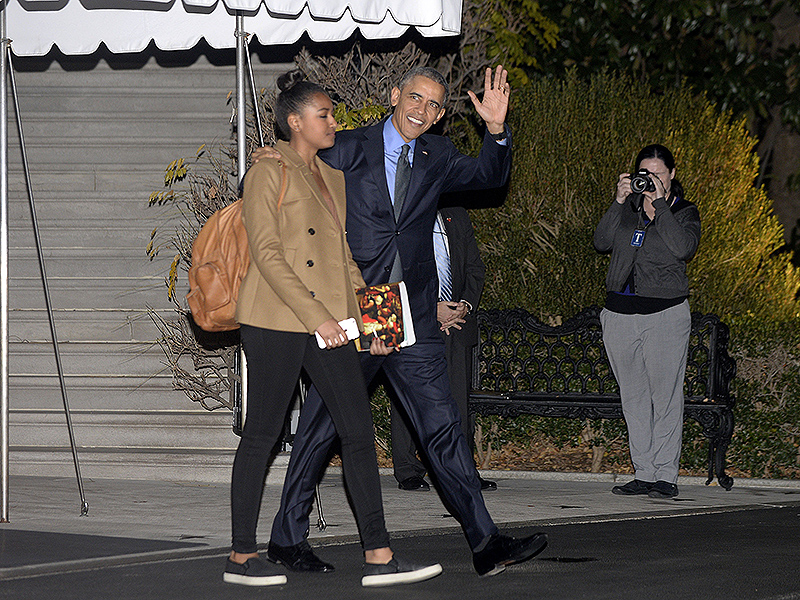 obama and first family stop in san bernardino before heading to hawaii