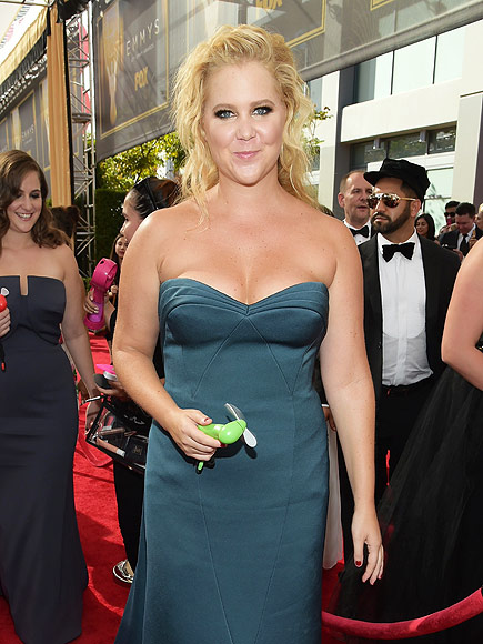 Amy Schumer Shares Text Exchange with Best Friend Before Golden Globes