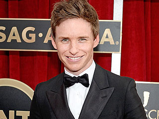 Why Is Eddie Redmayne Walking the SAG Awards Carpet Solo?