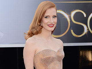 Jessica Chastain Still Fears Falling on the Red Carpet (VIDEO)