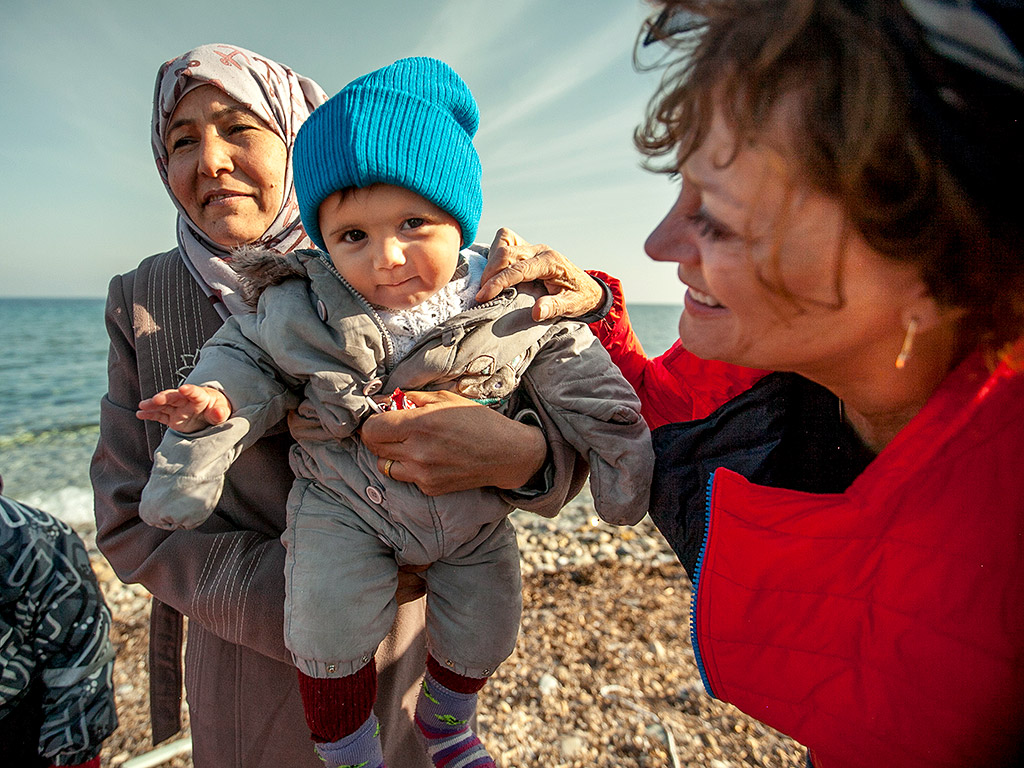 Susan Sarandon Meets Syrian Refugees in Greece