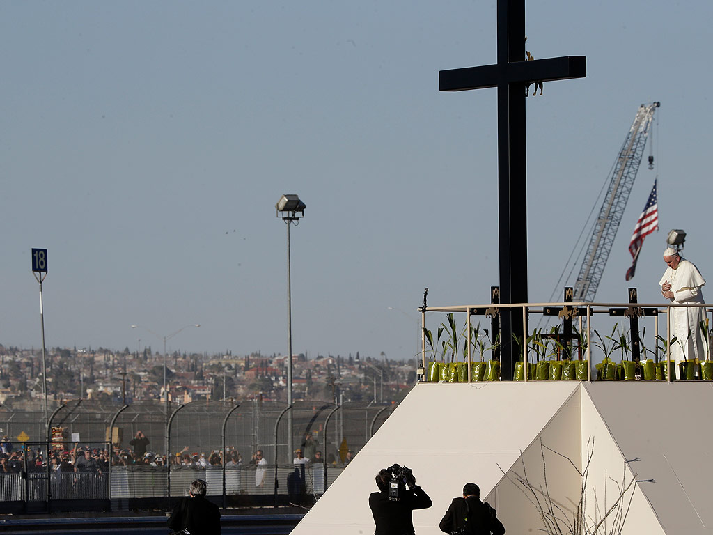 Thousands of People Gather at U.S./Mexico Border as Pope Francis Holds Mass