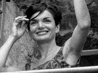 Former Secret Service Agent Clint Hill Reveals Why JFK Didn't Want Jackie Kennedy Photographed in a Bikini