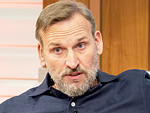 <em>Doctor Who</em>'s Christopher Eccleston Apologizes for Bullying Classmate in His Youth: 'It's Been a Great Shame'