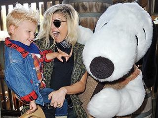 So Cute! Fergie and Her Son Axl Snuggle Up to Snoopy at Knott's Berry Farm