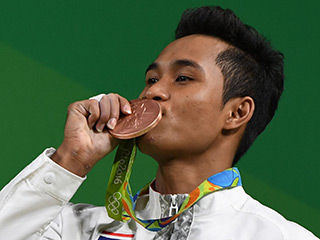 Thai Weighlifter's Grandmother Dies While Watching Him Win Bronze Medal