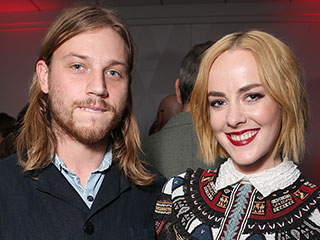 Jena Malone Is Engaged to Ethan DeLorenzo – See Her Cute Announcement Featuring Their Son Ode