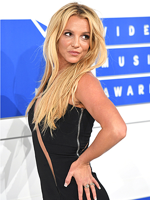 See All the Stars as They Arrive at the VMAs