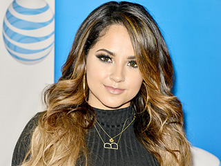 Singer becky g doesn t need a glam squad she does her performance