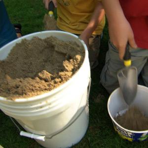 kids making imprints of fossils