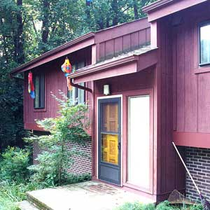 Improve your home 39 s curb appeal exterior this old for 1970 s split level remodel