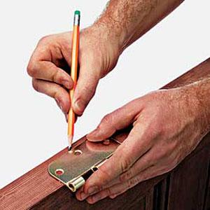 Marking the hinge outline