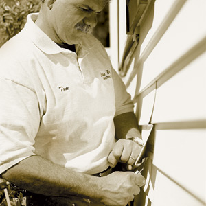 Closing gap in vinyl siding