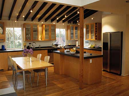 Modern eat-in kitchen