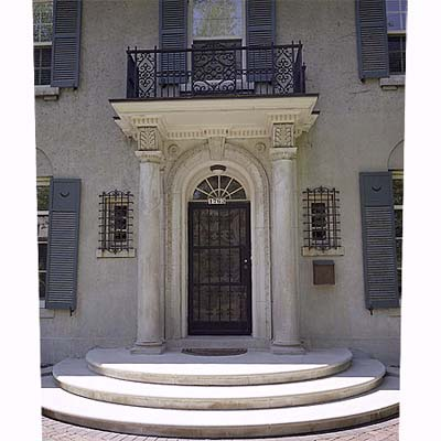 Front entry porticos memes for Portico entrance with columns