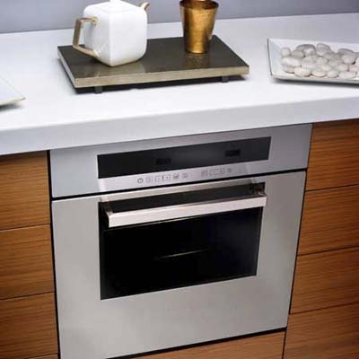 24-inch convection oven from Ariston, ideal for small spaces