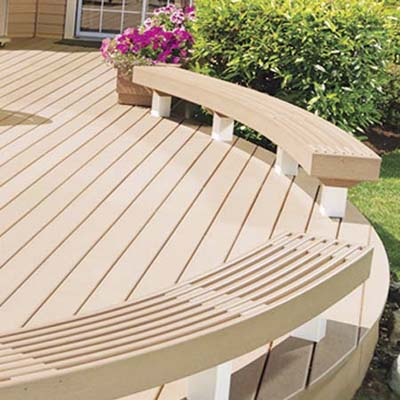 composite deck with curved edge and bench