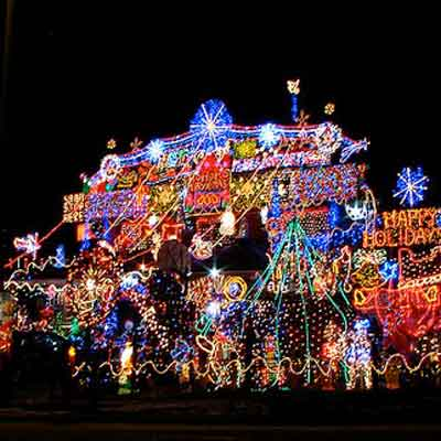 over-the-top holiday lights in Ontario, Canada; holiday home decorations and holiday lights