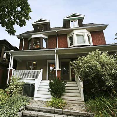 example of a best old house in the neighborhood of canada