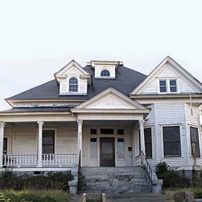 a Queen Anne in Union Springs, AL that is still up for sale